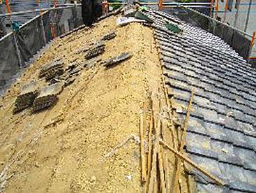 既存屋根材を撤去